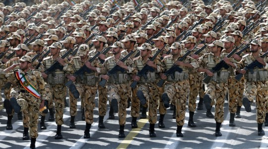 伊朗举行建军节阅兵式